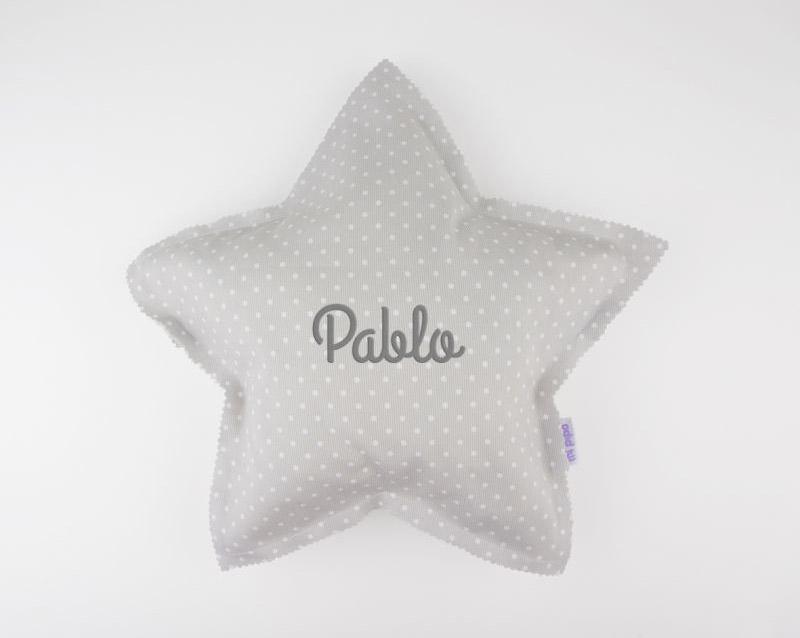 6d17b2a63 Cojín Estrella Gris Handmade Personalizado :: mil y una puntadas